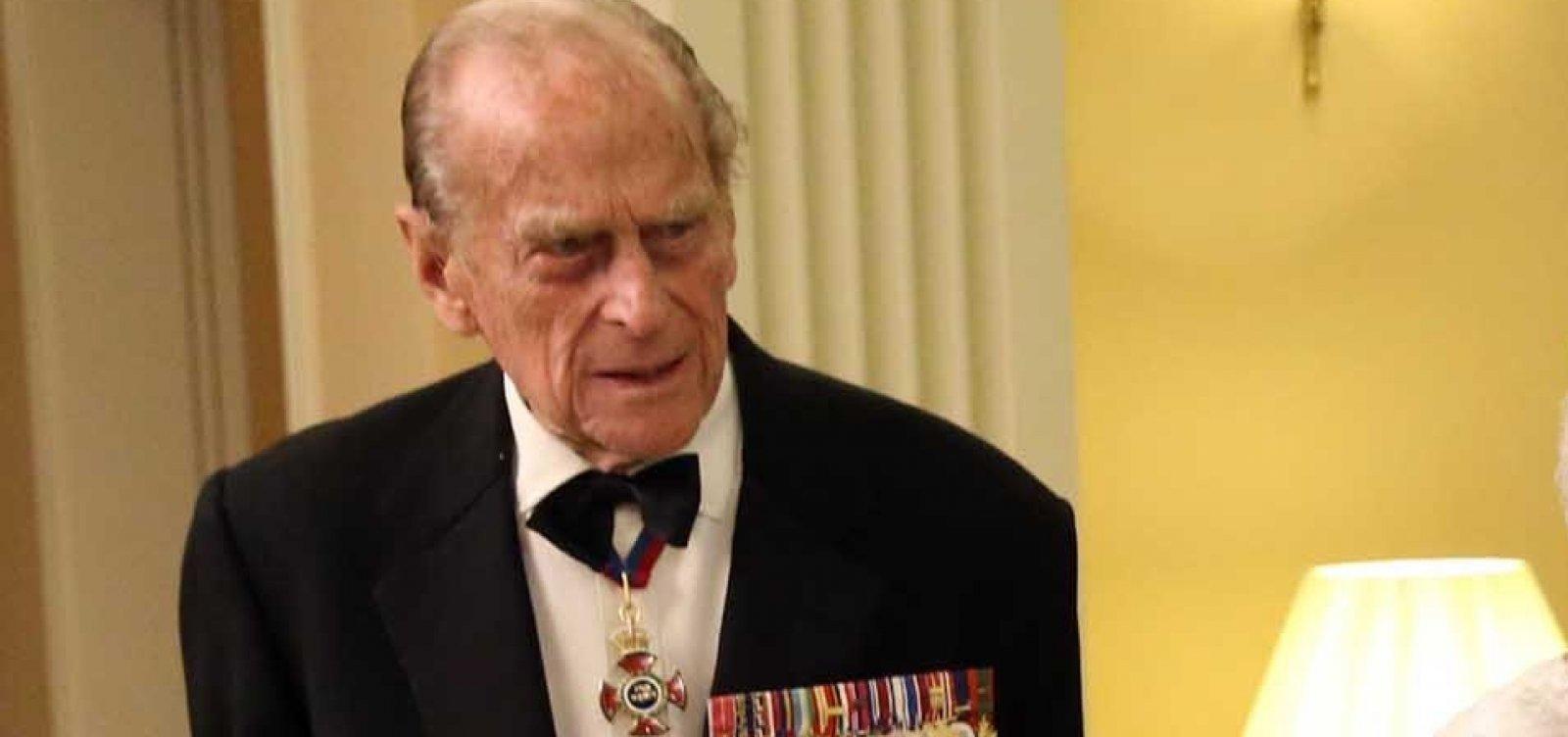 [Príncipe Philip, é internado por 'medida de precaução' após se sentir mal]