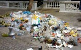 [Lixo na Barra causa polêmica entre internautas; Limpurb cita medida de contenção]
