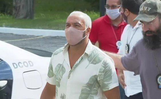 [Após ser preso nesta quarta-feira por show clandestino, cantor Belo é solto]