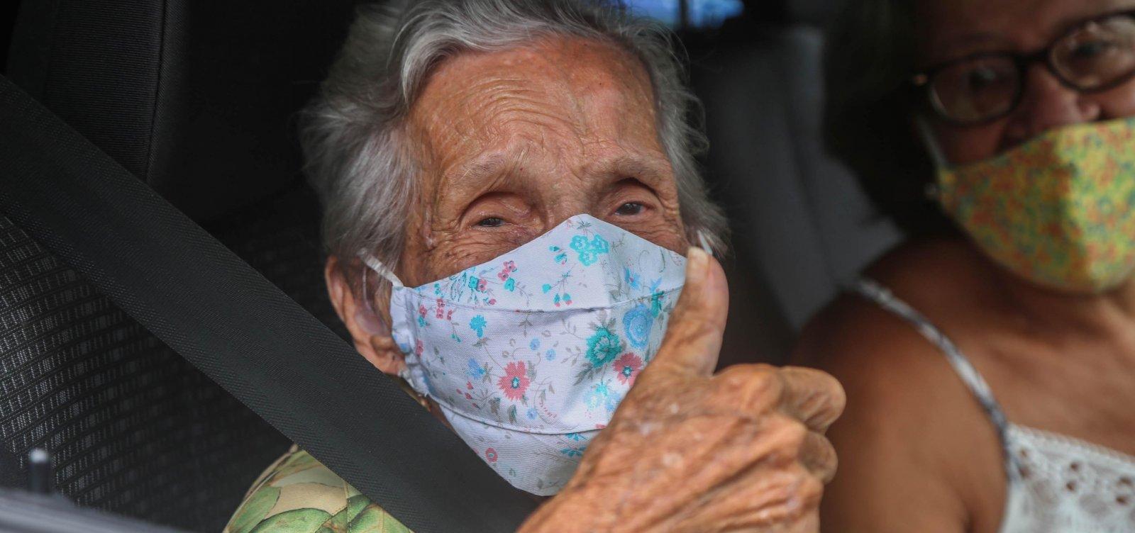 [Governo diz ao STF que já vacinou todos os idosos com mais de 90 anos no Brasil ]