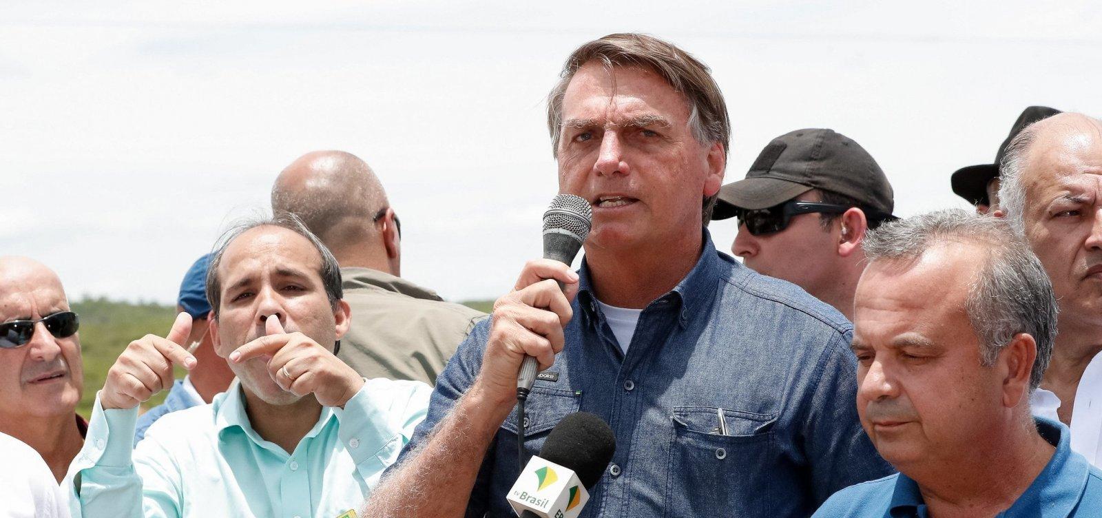 [Bolsonaro critica 'segredo de estado' sobre preço de combustíveis e cobra transparência ]