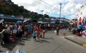 [Embarque pelo Ferryboat tem longas filas de pedestres e veículos]