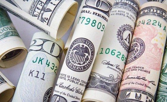 [De olho nos preços dos combustíveis , dólar fecha a semana em alta de 0,25%]