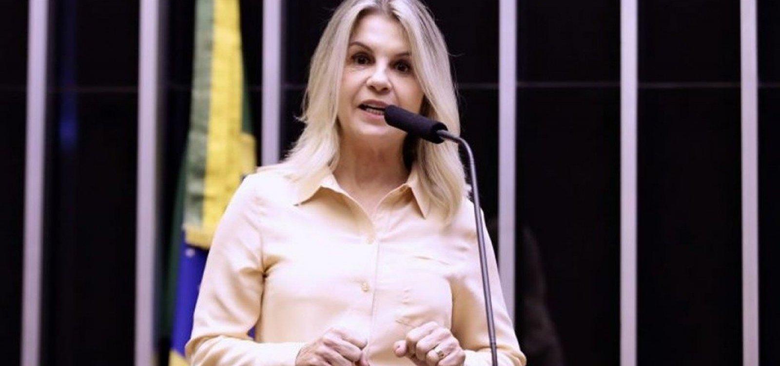 [Deputada bolsonarista pró-cloroquina é imunizada com Coronavac, mas diz que preferia outra vacina]