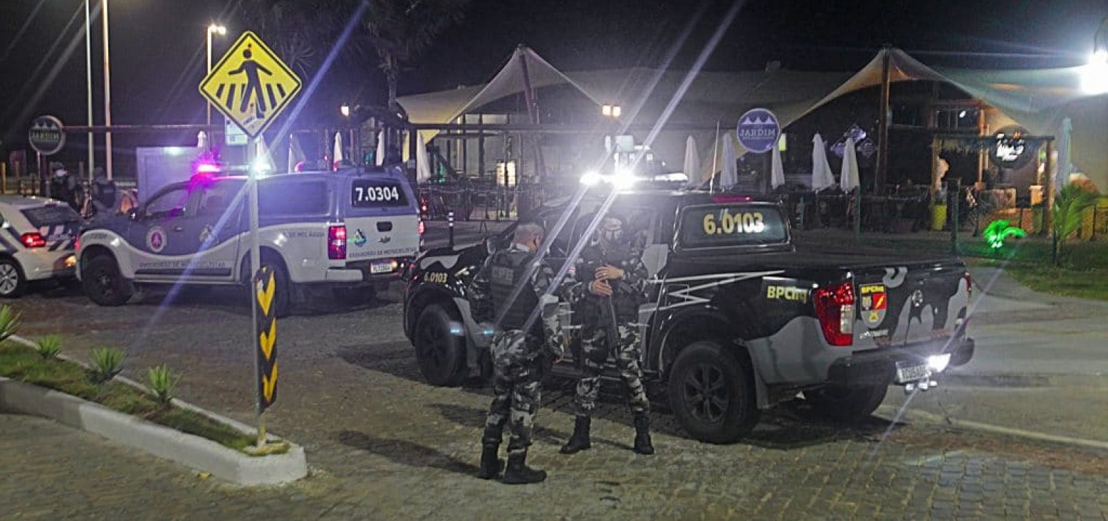 [Polícia detém três pessoas no quarto dia com toque de recolher]