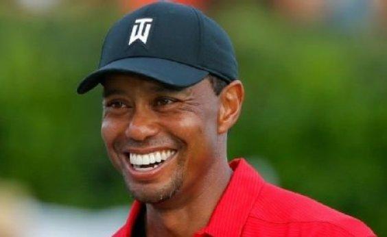 [Jogador de golfe Tiger Woods está internado após acidente de carro nos EUA]