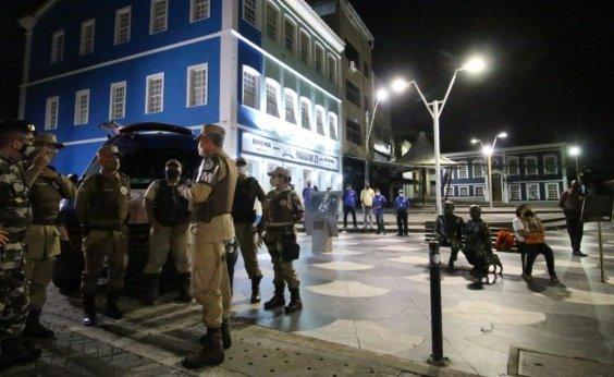 [Polícia detém duas pessoas no quinto dia com toque de recolher]