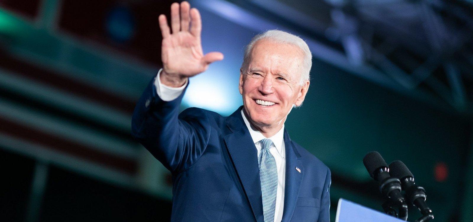 [Joe Biden revoga veto a entrada de imigrantes nos Estados Unidos]