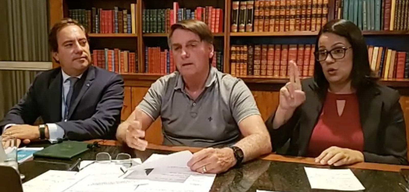 [Em dia de recorde de mortes por Covid-19 no Brasil, Bolsonaro fala contra uso de máscaras]