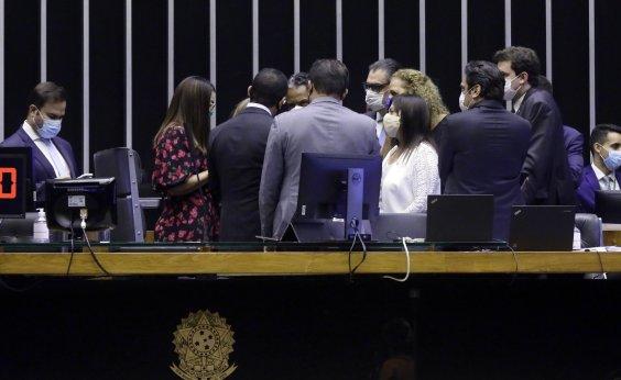 [Sem acordo, Câmara adia votação da PEC da Imunidade]