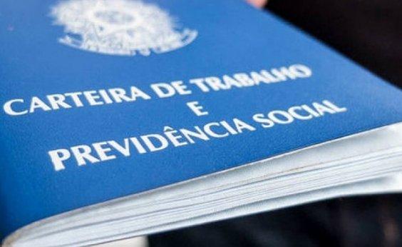 [Menor desde 2012, número de brasileiros com carteira assinada cai em 2020]