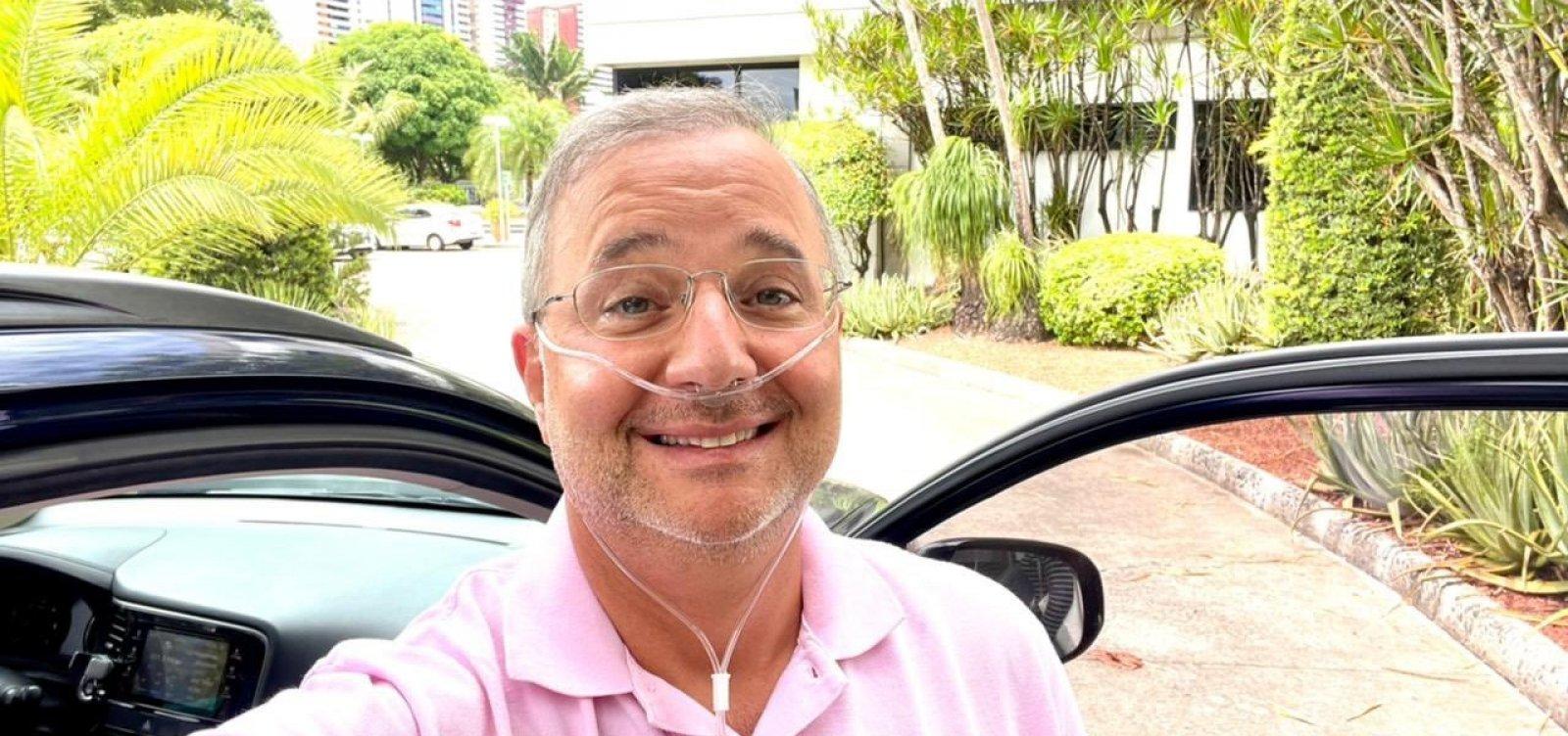 [Internado com Covid-19 há mais de uma semana, secretário Fabio Vilas Boas recebe alta do hospital]