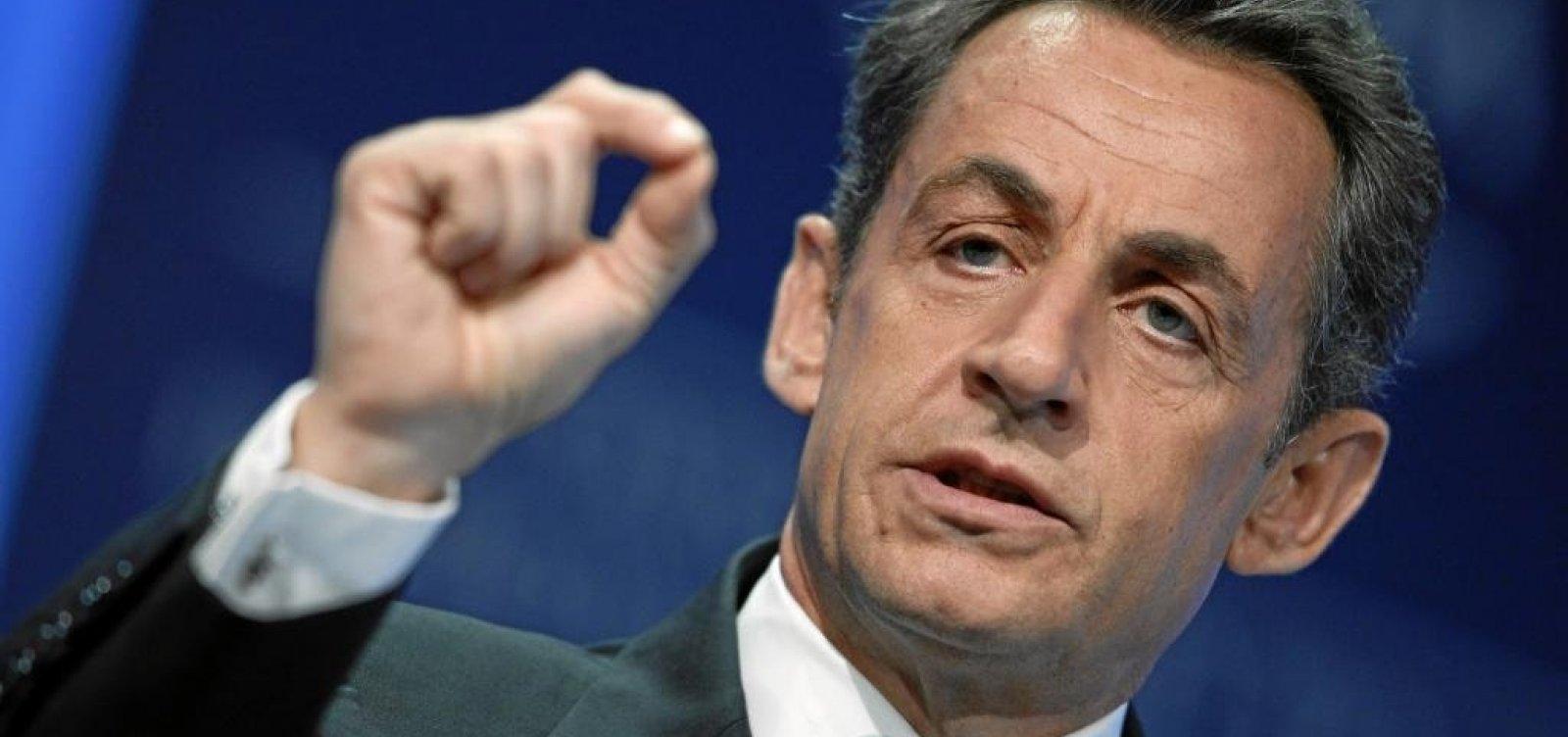 [Ex-presidente da França, Nicolas Sarkozy é condenado a três anos de prisão]