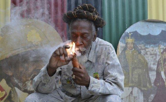 [Morre Bunny Wailer, fundador da banda The Wailers com Bob Marley e Peter Tosh ]