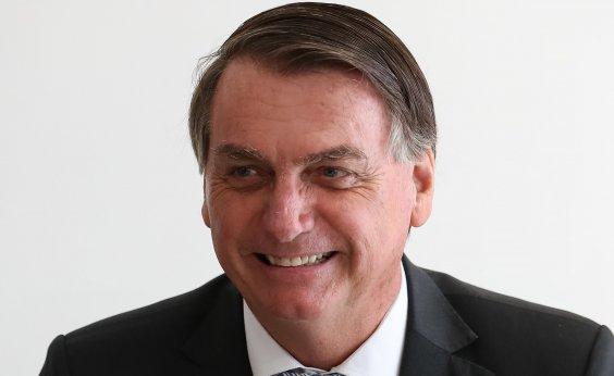 [Em dia de recorde de mortes por Covid-19, Bolsonaro promove almoço 'bem descontraído']