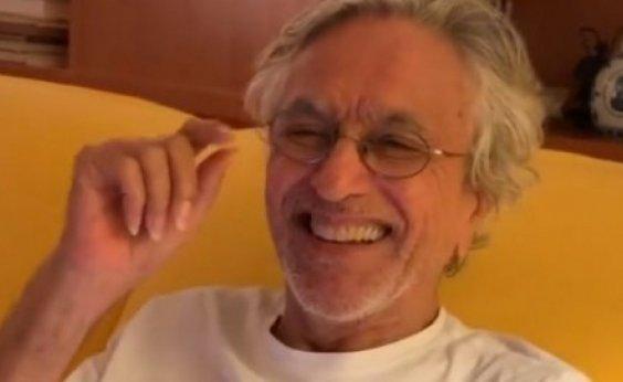 ['Chegou a minha vez', diz Caetano Veloso ao ser vacinado contra Covid-19 no Rio de Janeiro]
