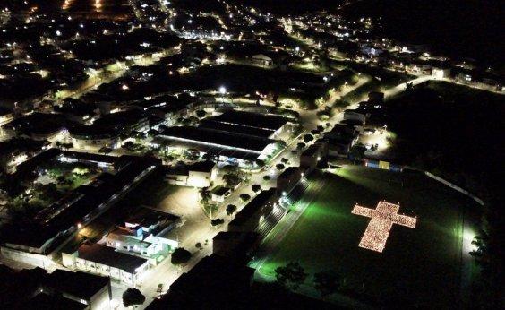 [Mutuípe: moradores acendem quase 2 mil velas em homenagem às vítimas da Covid-19 ]