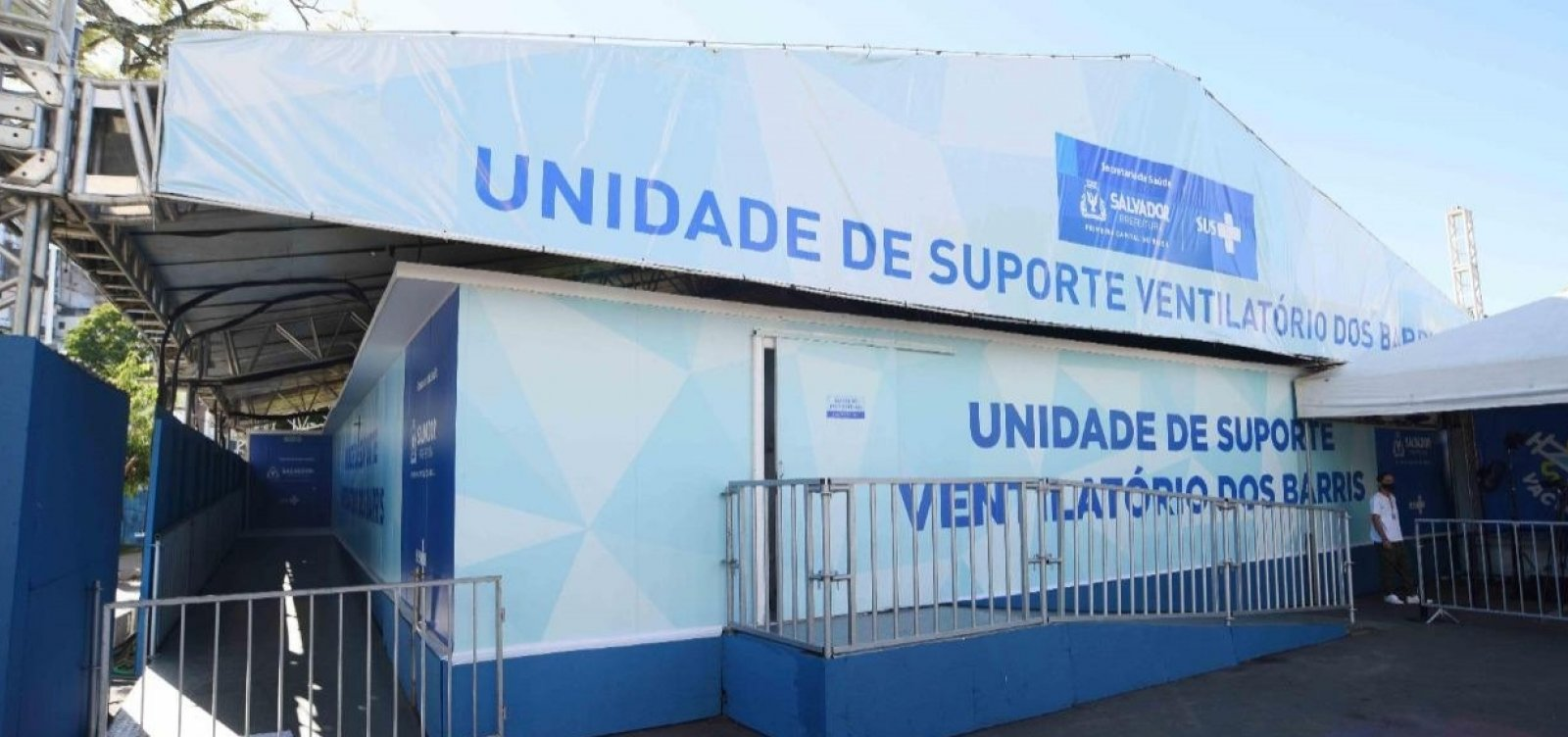 [Tendas de suporte ventilatório em Salvador auxiliam no tratamento de pacientes Covid-19 em estado grave]
