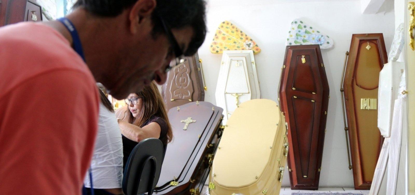 [Covid-19: Associação dos Fabricantes de Urnas faz alerta nacional sobre a possível falta de caixões]