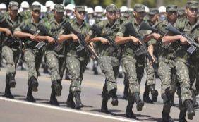 [Presidente Dilma propõe aumento salarial de 27,9% para militares em quatro anos]