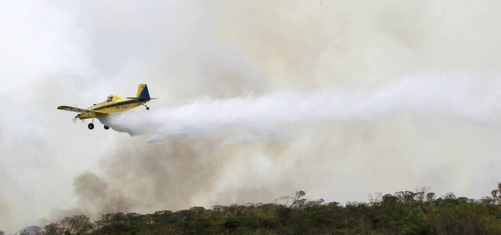 [Governo da Bahia envia duas aeronaves para combate a incêndio em Arraial D'Ajuda ]