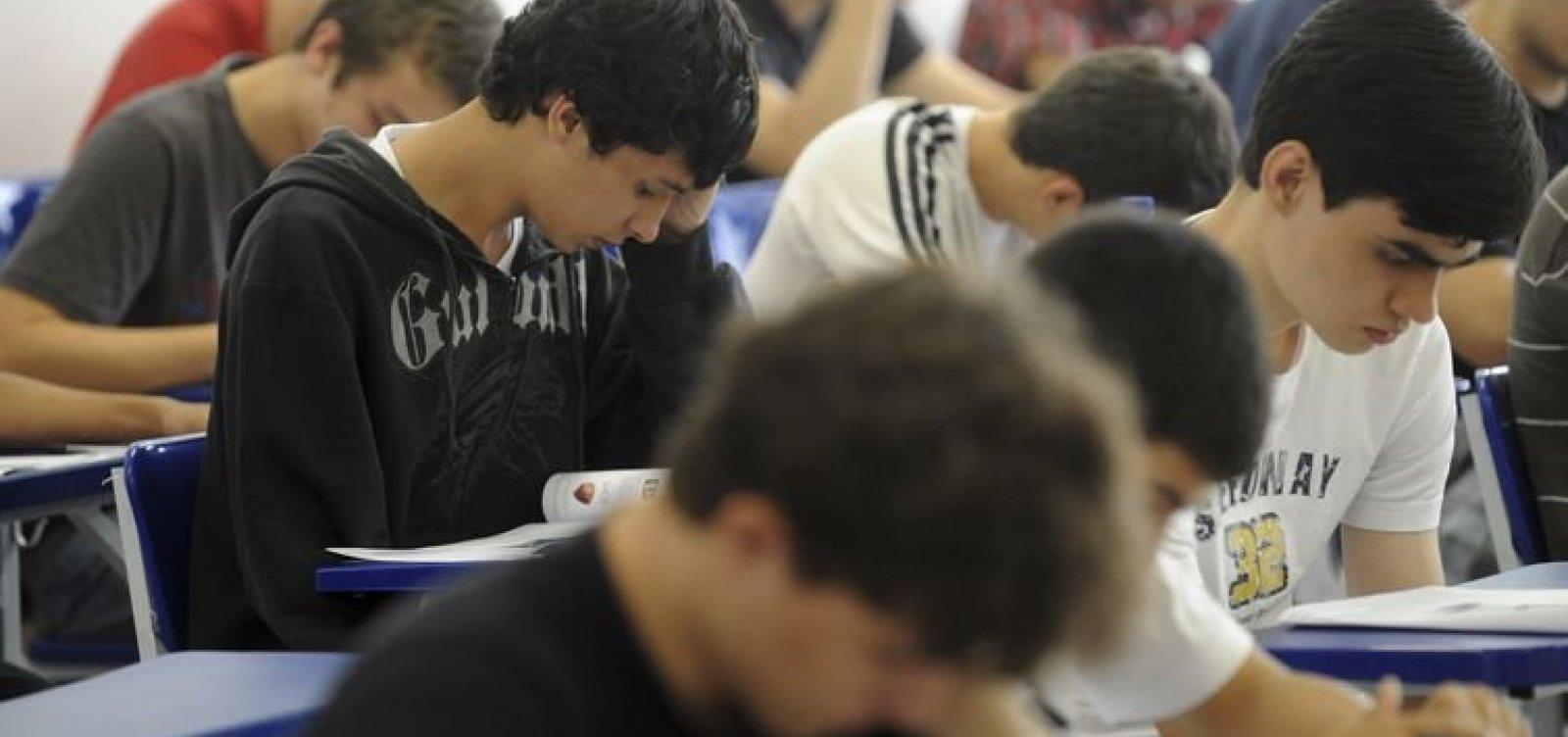 [Governo de São Paulo decide paralisar aulas presenciais ]
