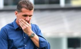 [Vagner Mancini critica segundo tempo do Vitória e pede apoio da torcida]