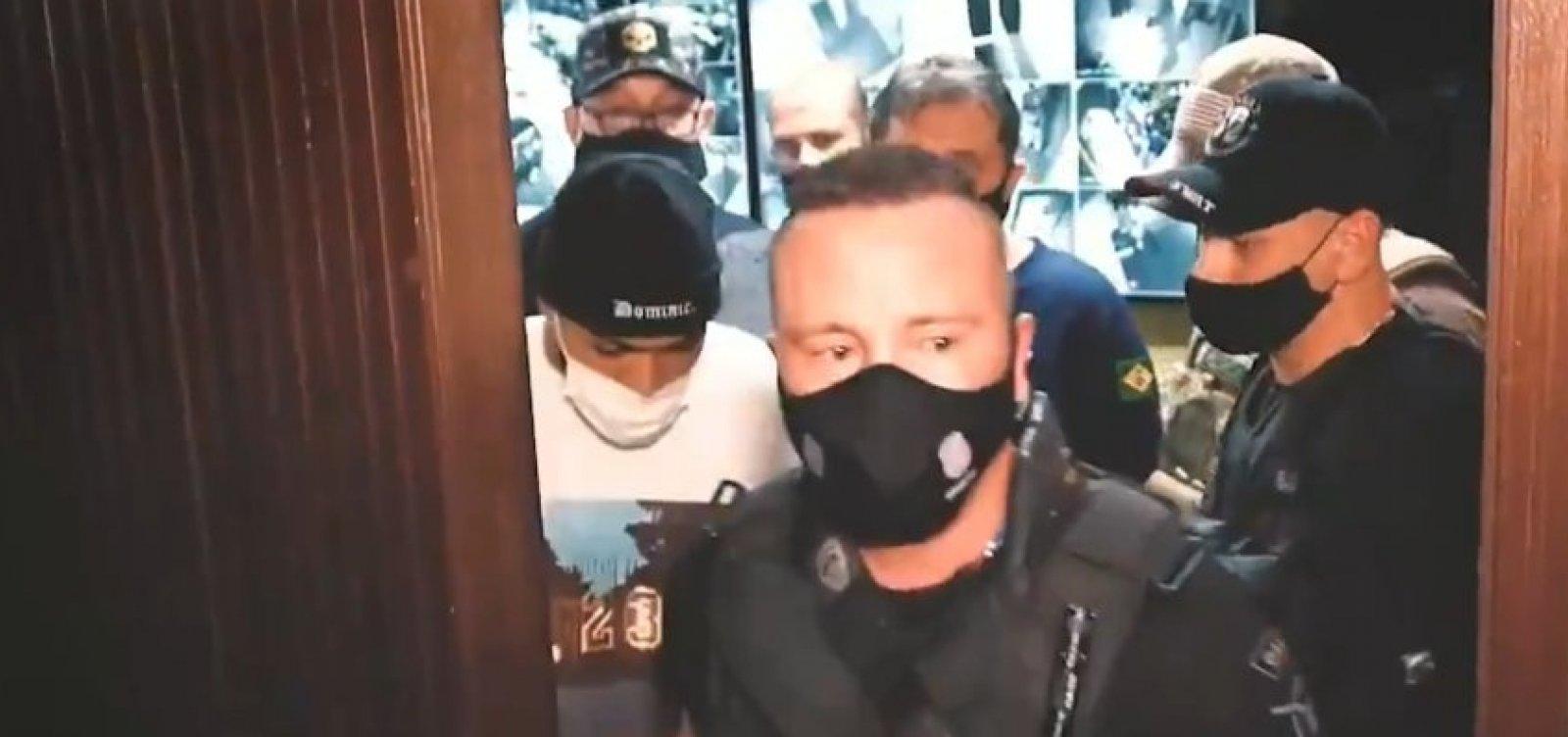 [Polícia flagra Gabigol e MC Gui em cassino com 200 pessoas em São Paulo ]