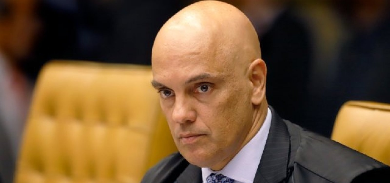 [Alexandre Moraes concede prisão domiciliar para o deputado Daniel Silveira]