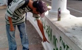 [ Homem é detido ao ser flagrado pichando monumentos históricos em Salvador]