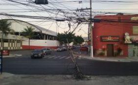 [Você Repórter: poste danificado coloca pedestres em risco em Lauro de Freitas]