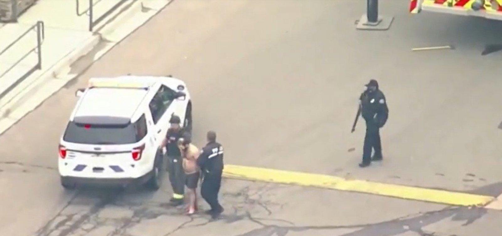 [Dez pessoas são mortas após homem atear fogo em supermercado nos EUA]