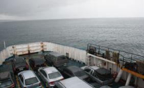 [Homem fica à deriva em caiaque e é resgatado por passageiros do ferryboat]