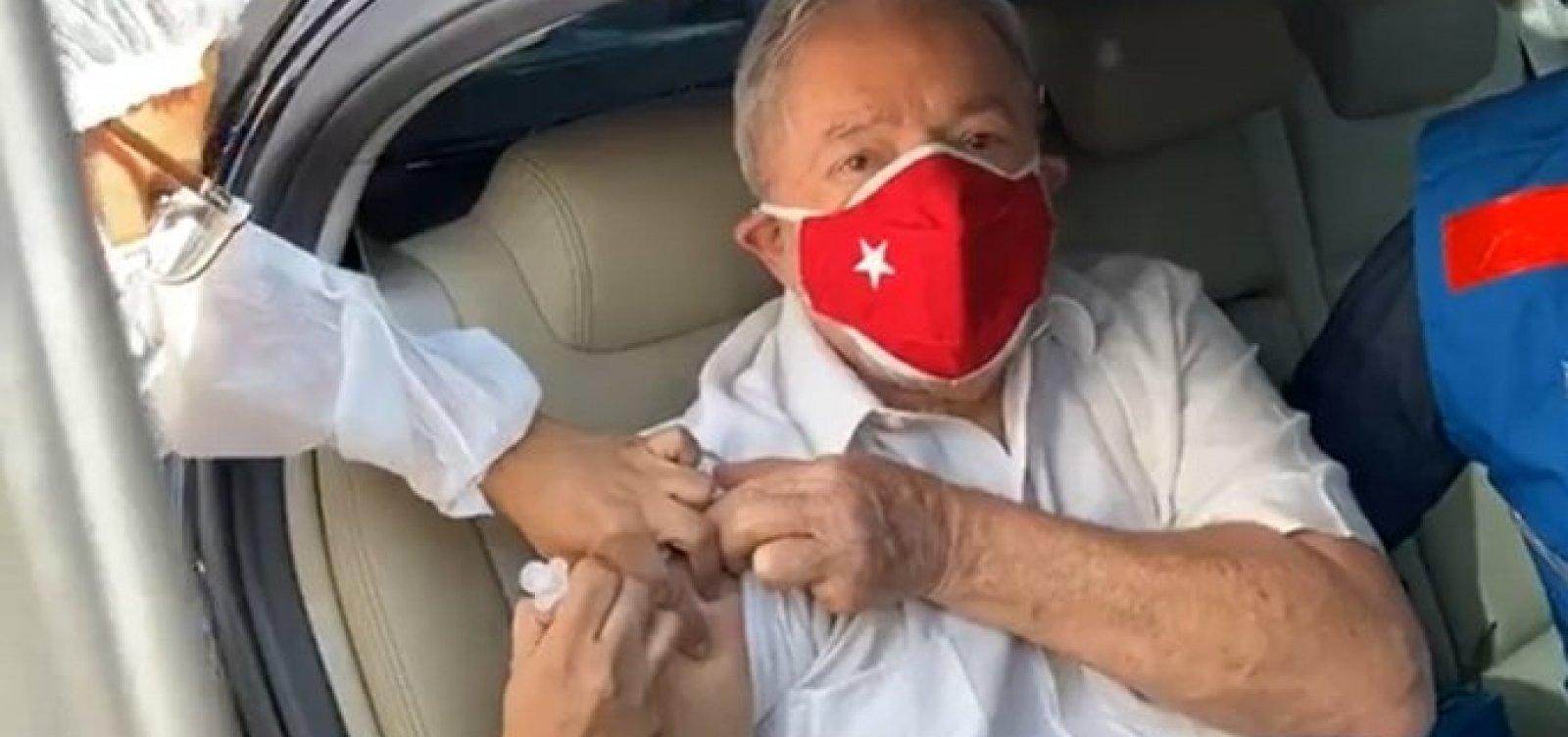 [Ex-presidente Lula recebe segunda dose da vacina contra a Covid-19]