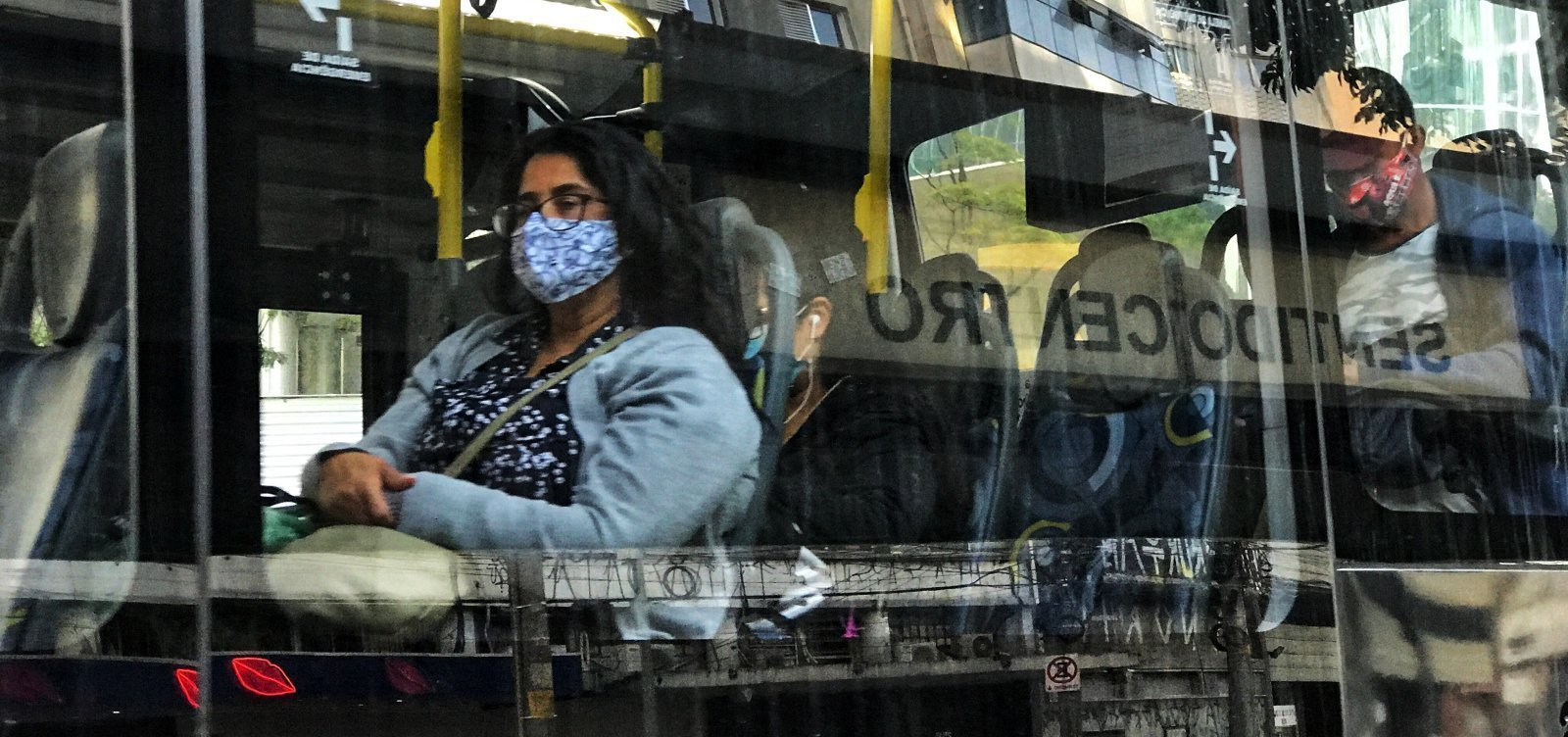 [América Latina ultrapassa 800 mil mortes pela covid]