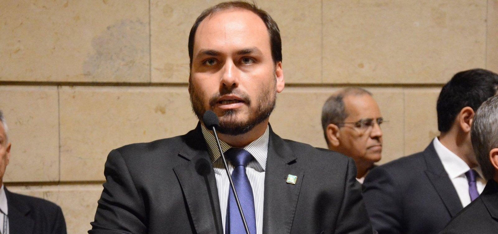 [Carlos Bolsonaro aciona MP para impedir medidas de isolamento no Rio]