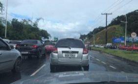 [Colisão entre dois carros deixa uma pessoa ferida; confira trânsito na cidade]