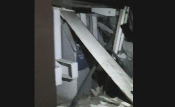 [Bandidos explodem banco em Sapeaçu e interior da unidade fica destruído]