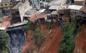 [Desabamentos e três deslizamentos de terra são registrados em Salvador]