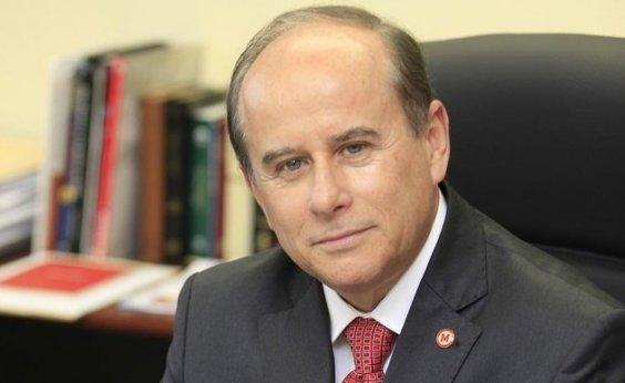 [Ministro da Educação decide exonerar presidente da Capes ]