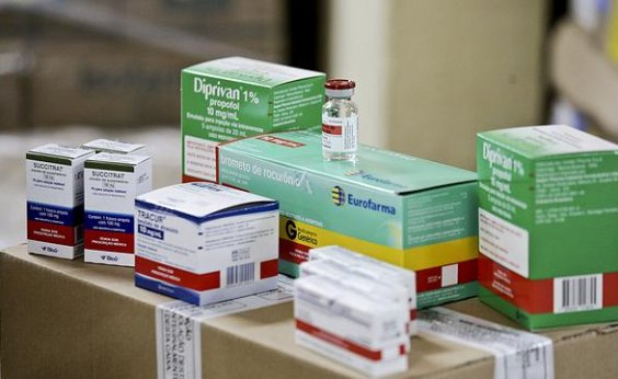 [Hospitais públicos e particulares do RJ sofrem com escassez de medicamentos para intubação ]