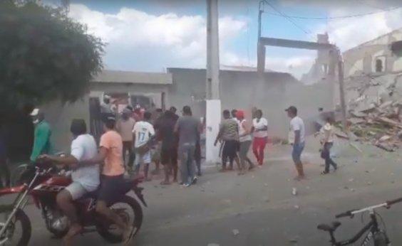[Ao menos dez pessoas ficam feridas em explosão de loja de fogos]