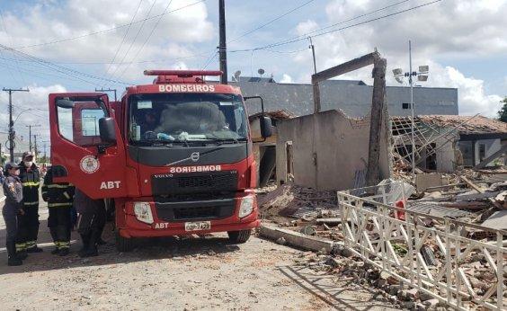 [Cinco casas foram atingidas com explosão em Crisópolis; bombeiros avaliam riscos]