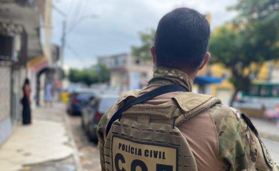 [Ex-policial civil é preso durante operação em Salvador]
