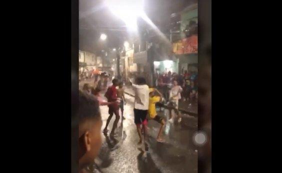 [Polícia é atacada com tiros após 'fechar' paredão em Pirajá]
