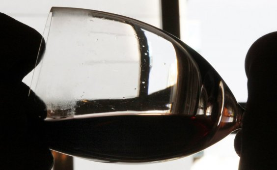 [Consumo de vinho no Brasil tem alta de 18% em 2020, puxado pelo comércio online]