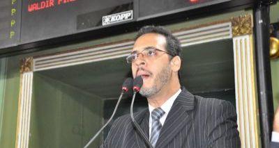 Vereador Hilton Coelho acusa prefeito ACM Neto de exterminar árvores da cidade