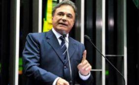 [ Senador Álvaro Dias se desfilia do PSDB do Paraná e vai para o PV]