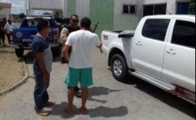 [Assaltante morre e outro é preso após roubo de veículo em Cruz das Almas]