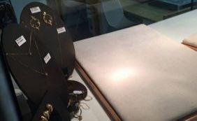 [Homens fortemente armados assaltam joalheria e clientes no Shopping Itaigara]